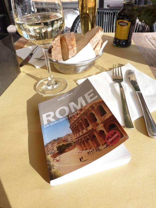 week-end-romantique-a-rome-dejuner-au-soleil